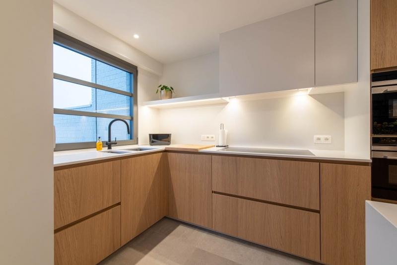 renovatie-keuken-inkom-mortier-renovatiewerken-maatwerk-tegels-schrijnwerk-47
