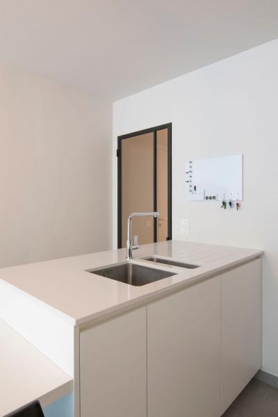 totaalrenovatie-en-meubelmaatwerk-appartement-nieuwpoort-zeedijk-mortier-11